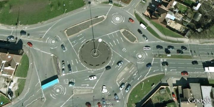 Улица The Roundabout UK
